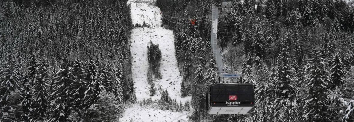 تصاویر عجیب ترین اتوبوس کابلی با 3 رکورد جهانی ، آهنربای آلپ گردشگران را جذب می کند