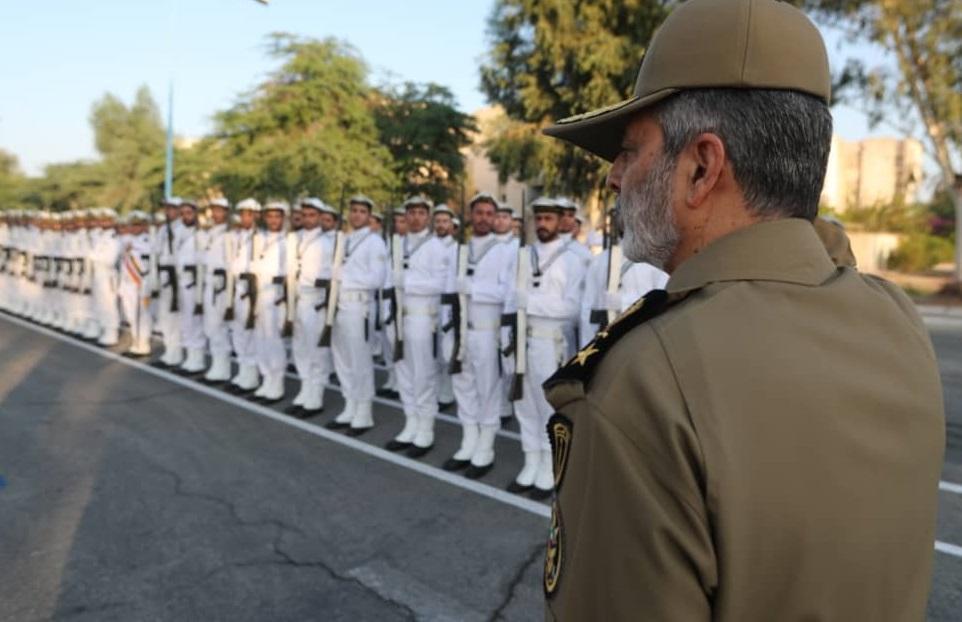 فرمانده کل ارتش از پایگاه دریایی بوشهر بازدید کردند